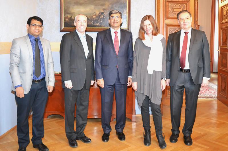 Illustration: Der Botschafter der Republik Indien, Seine Exzellenz Rajiva Misra, besuchte am 23. Februar 2015 den Obersten Gerichtshof.