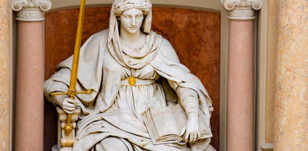 Illustration: Statue der Justitia