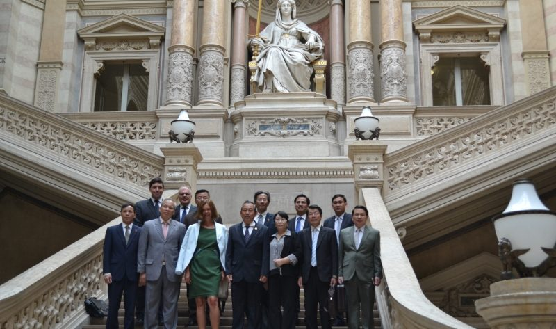 Illustration: Besuch einer Delegation des vietnamesischen Obersten Gerichts, unter der Leitung des Präsidenten Truong Hoa Binh am 9. Juli 2015