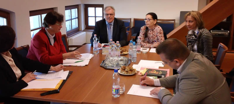 Illustration: Gemeinsames Seminar mit Richtern der Ungarischen Kurie